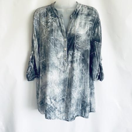 Grey geometric print shirt